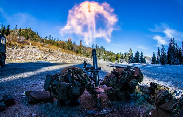 Picture weapons, shot, soldiers, mortar