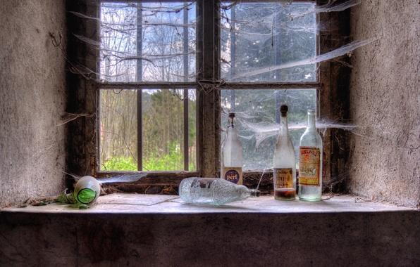 Picture web, window, bottle