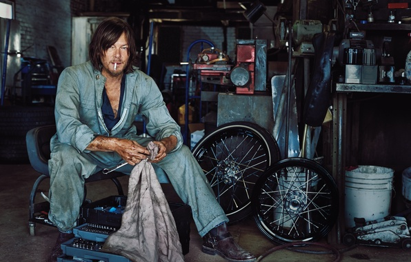 Photo Wallpaper Marc Hom Cigarette For The Magazine Norman Reedus Garage
