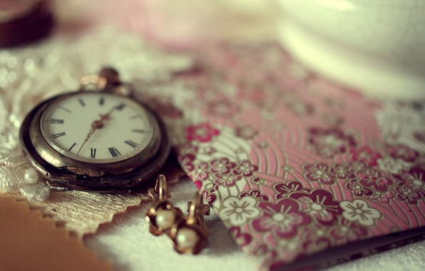 Picture macro, decoration, time, table, watch, earrings, notebook