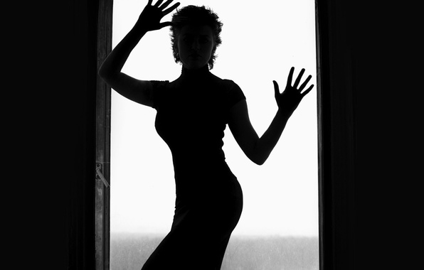 Picture woman, black and white, glass door