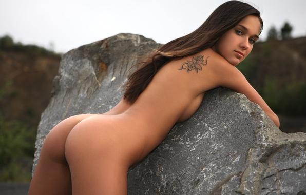 Смотреть картинки голых молодых красоток любят