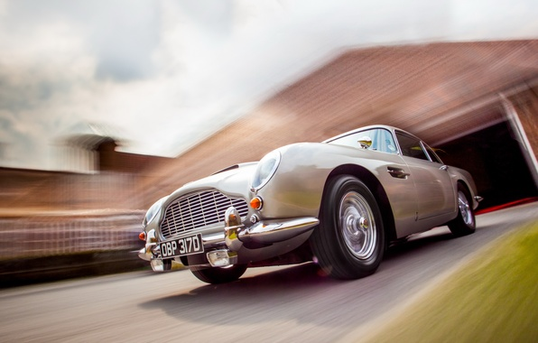 Picture machine, background, Aston Martin DB5