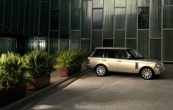 Picture the evening, Range Rover, mansion