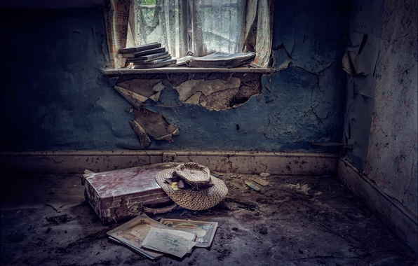 Picture room, hat, suitcase, Abandoned