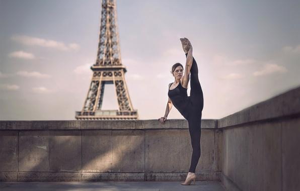 Picture girl, Paris, Eiffel tower, twine