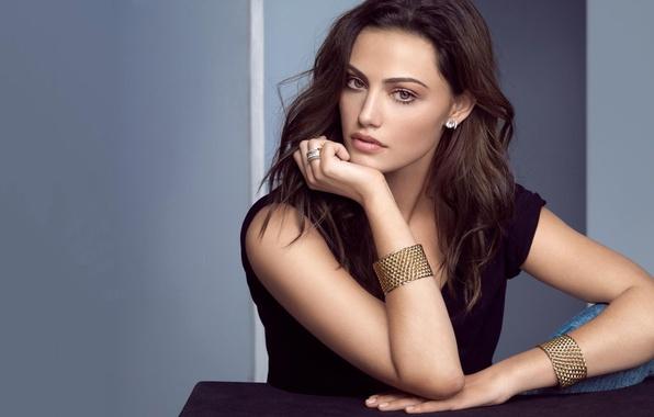 Picture girl, actress, brunette, grey background, bracelets, Phoebe Tonkin, Phoebe Tonkin