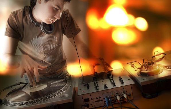 Picture plate, music, club, headphones, guy, DJ, headphones, plates, the club, the music man
