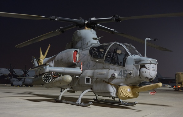 """Picture helicopter, Viper, the airfield, shock, Bell AH-1Z, """"Viper"""""""