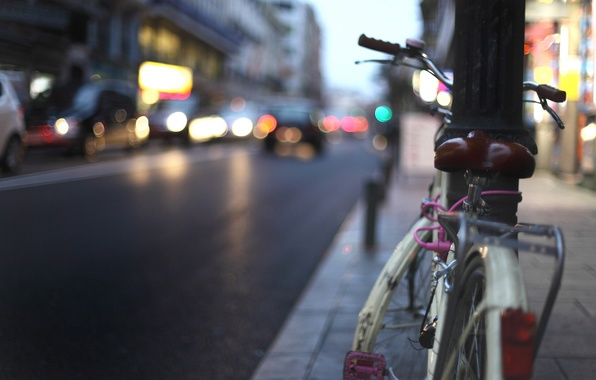Picture road, bike, the city, lights, movement, lights, building, post, the evening, the sidewalk, cars, rhythm.