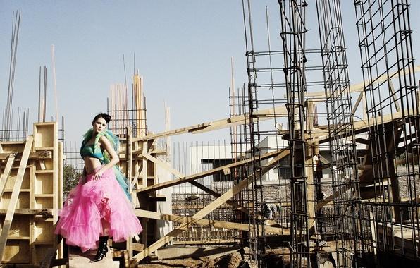 Picture woman, construction, dance