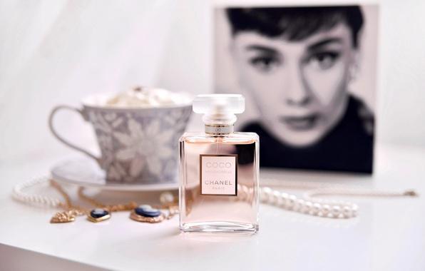 Picture girl, decoration, face, portrait, Cup, beads, Audrey Hepburn, saucer, Audrey Hepburn, chain, perfume, pendants, Chanel …