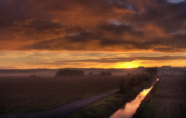 Picture field, the sun, fog, dawn, morning, channel