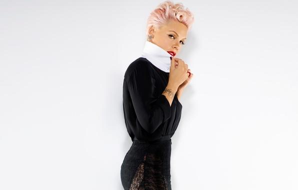 Picture pose, Pink, singer, Pink