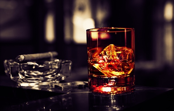 Picture ice, glass, cigar, whiskey