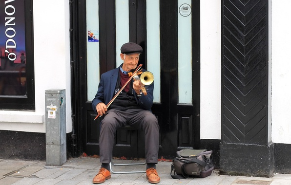 Picture street, violin, people