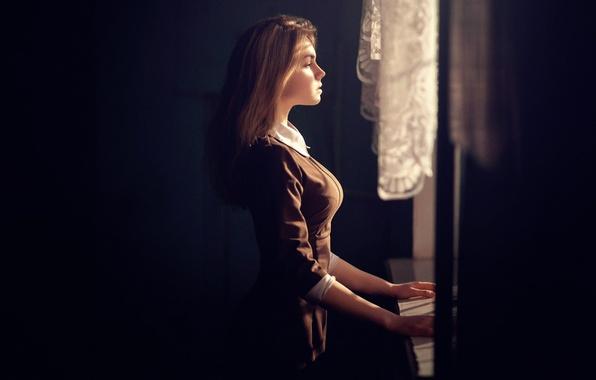 Picture chest, girl, figure, window, form, profile