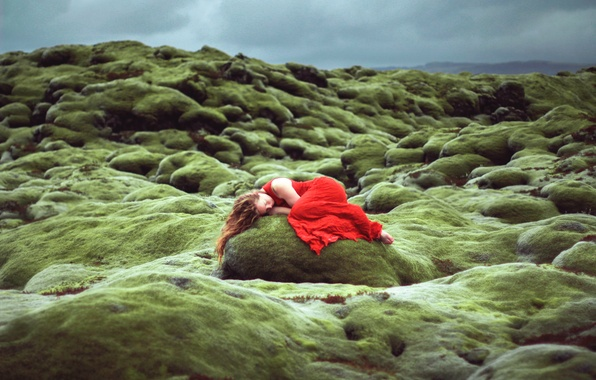 Picture girl, stone, sleep, in red, Lizzy Gadd