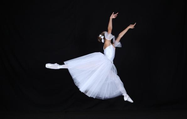 Picture jump, white dress, Ballerina