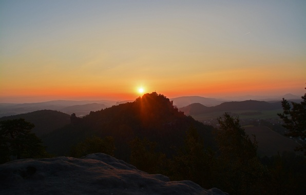 Picture the sun, mountains, dawn