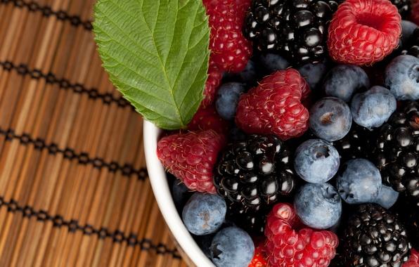 Picture berries, raspberry, blueberries, BlackBerry
