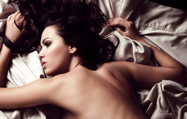 Picture girl, face, back, brunette, bed, lies, profile, sheet, Sabine Emelyanov, Sabine Jemeljanova