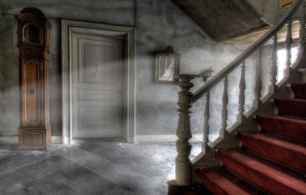 Picture light, the door, ladder