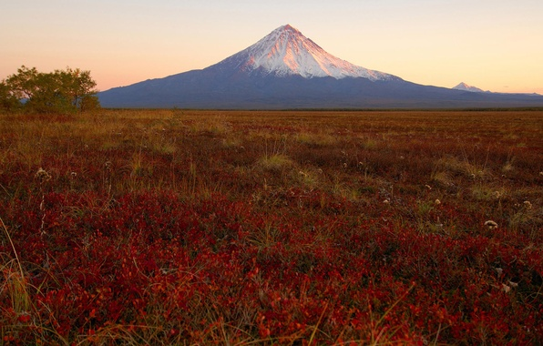 Picture sunset, the volcano, Kamchatka