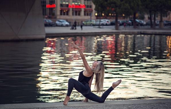 Picture girl, the city, dance, Eva Le Bolzer