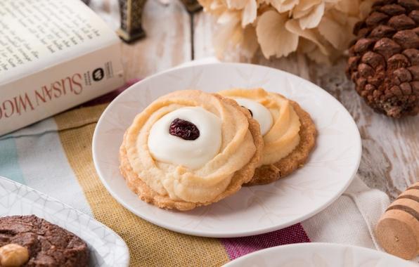 Picture cookies, cream, cakes