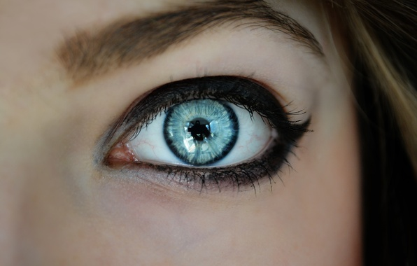 Picture reflection, makeup, blue eye