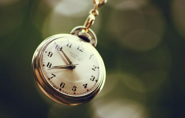 Picture macro, arrows, watch, dial, chain, bokeh