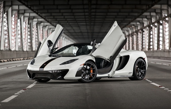 Picture McLaren, British, Front, Bridge, MP4-12C, White, Supercar