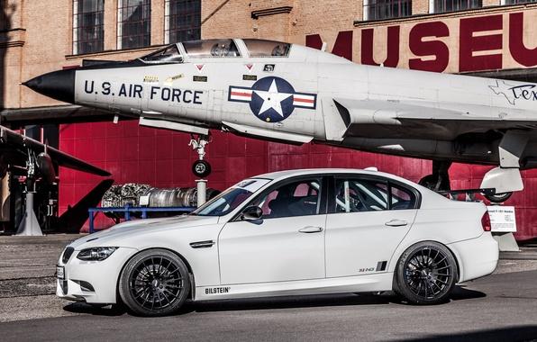 Picture white, the plane, BMW, BMW, white, Museum, plane, e92, museum