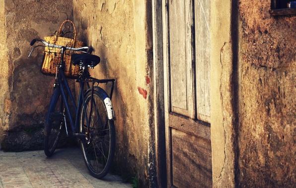 Picture bike, house, wall, basket, door
