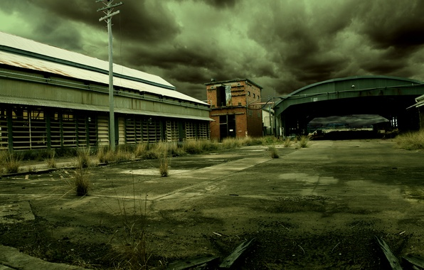 Picture clouds, the building, garages