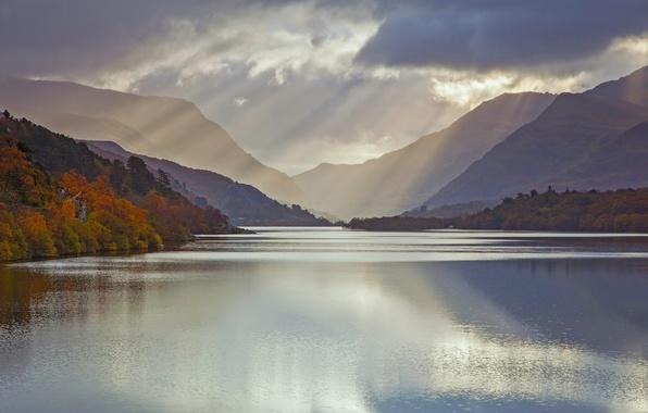 Picture autumn, UK, Wales, glacial lake, November, Llyn Padarn, Snowdonia, the County of Gwynedd