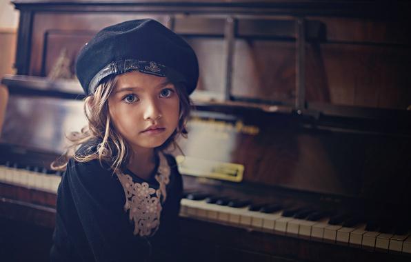 Picture portrait, girl, piano