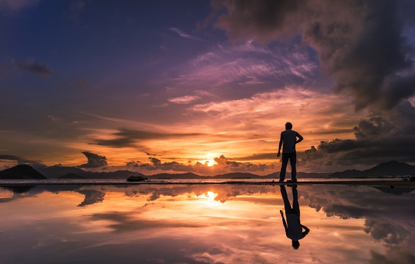 Picture the sky, the sun, clouds, sunset, mountains, lake, reflection, horizon, silhouette, male, mirror