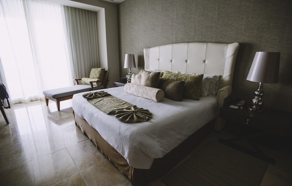 Picture room, bed, pillow, bedroom