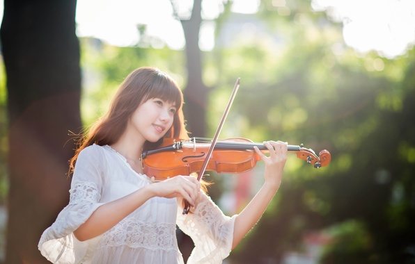 Picture girl, East, violinist