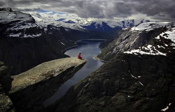 Picture view, Norway, stone ledge, The Troll's Tongue, Trolltunga