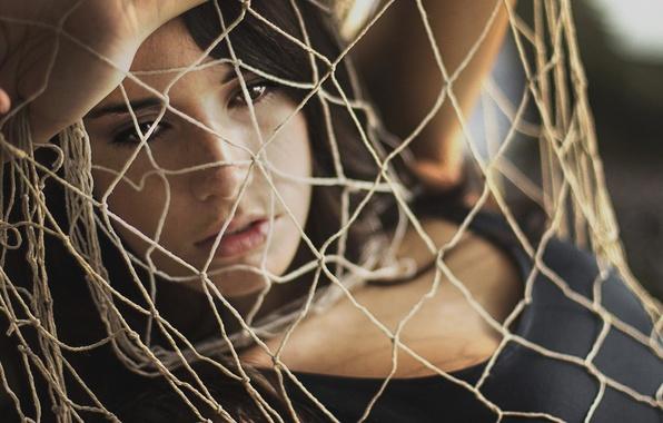 Picture look, girl, face, background, mesh, Wallpaper, network, mood, hand, rope, brunette, shirokoformatnye, wallpapers, fatigue. meditation