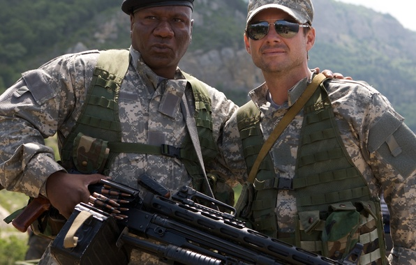 Picture landscape, mountains, weapons, glasses, soldiers, machine gun, form, cap, camouflage, action, takes, Christian Slater, Wing ...