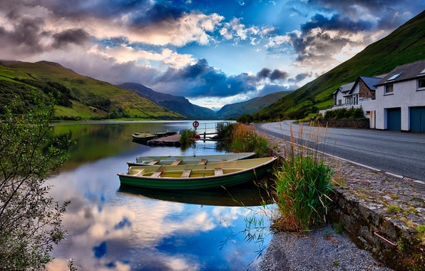 Picture road, house, river, boats, Lies Thru a Lens