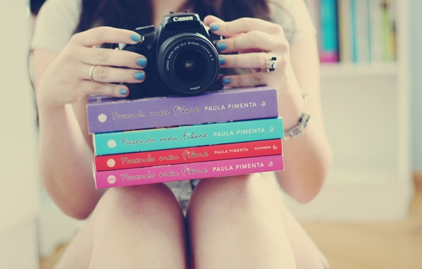 Picture girl, background, Wallpaper, feet, mood, books, hands, ring, the camera, bracelet, decoration, nails, lacquer, accessory