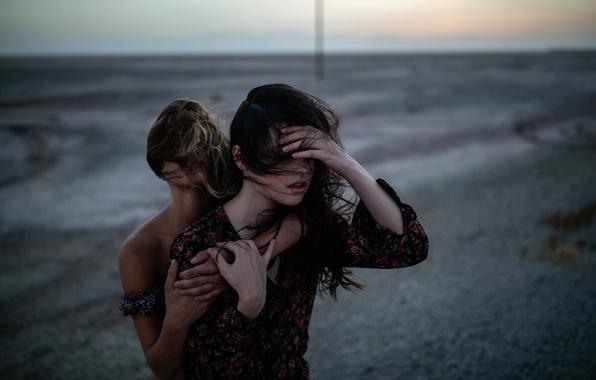Picture the wind, two girls, Charlotte, Jesse Duke, Raluca