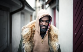 Picture street, people, man, necklace, hood, beard, to be continued..., direct gaze