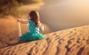 Picture sand, traces, dress, girl
