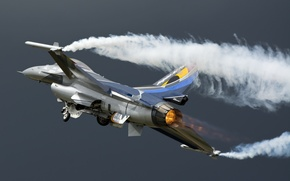 Picture the sky, weapons, the plane, F-16